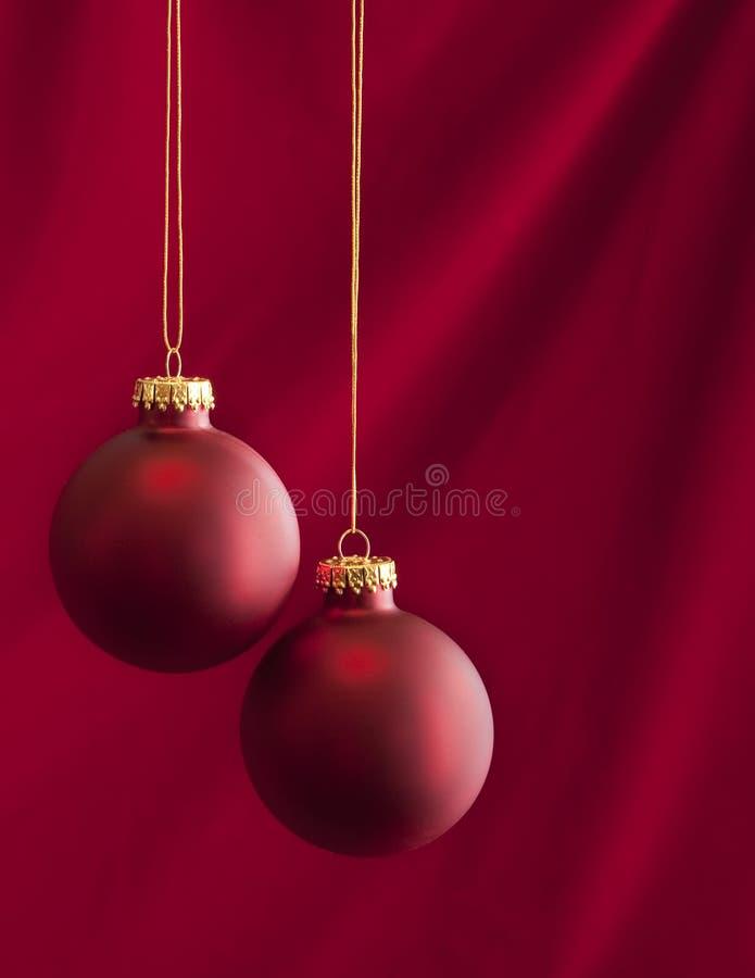 Ornamentos de la Navidad en rojo fotos de archivo libres de regalías