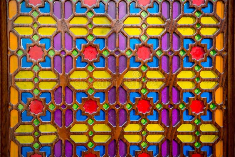 Ornamentos nacionales azerbaiyanos sobre el vidrio Vidrio coloreado Pintura del arte del vidrio fotografía de archivo