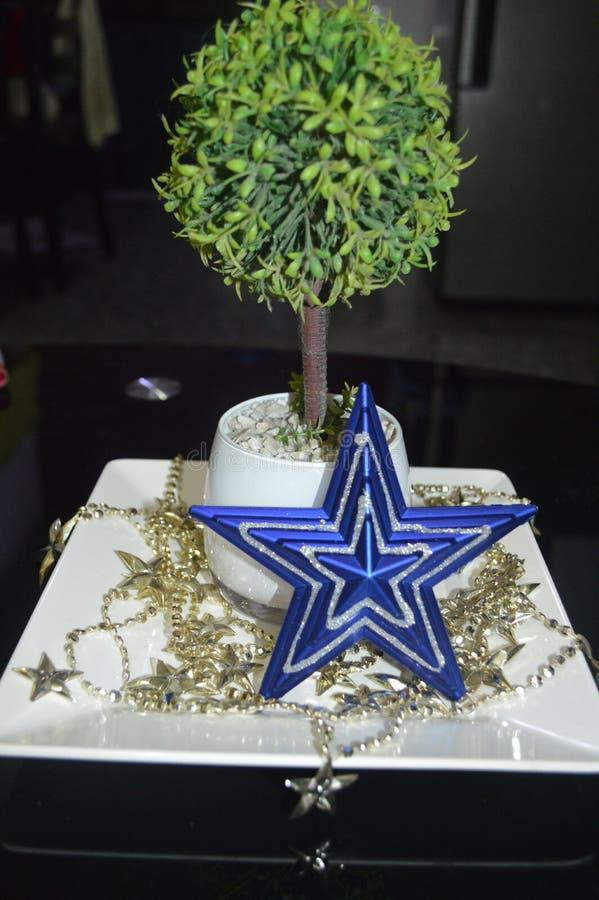Ornamentos y decoraciones de la Navidad imágenes de archivo libres de regalías