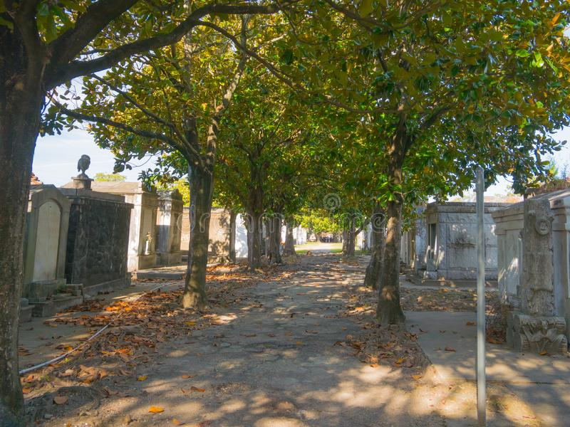 Ornate family mausoleums in Lafayette Cemetery 1 in New Orleans, Louisiana, Förenta staterna arkivbild
