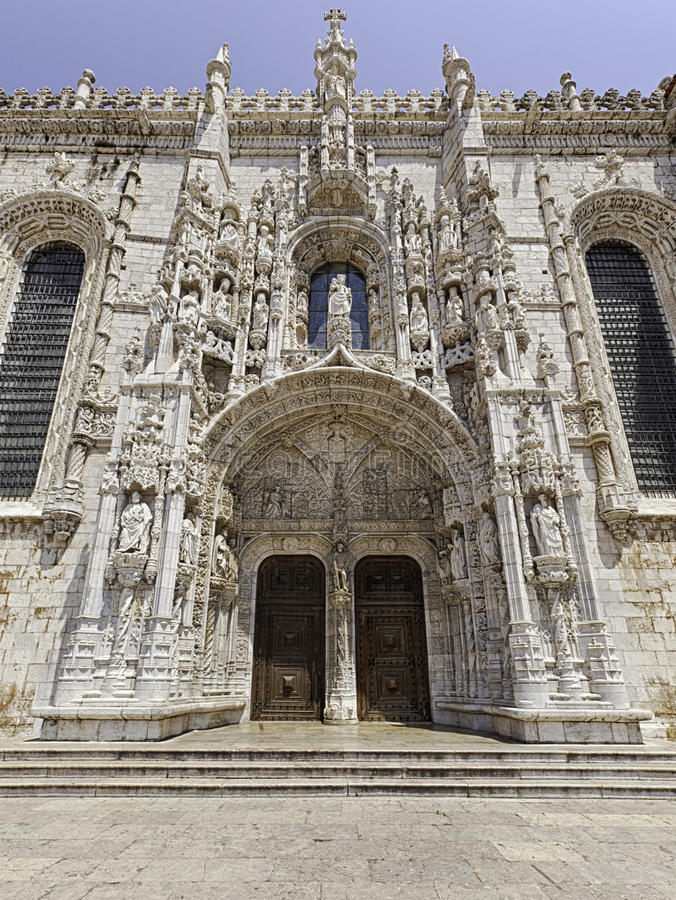 Famosos Ornate Portal Of Jeronimos Monastery, Lisbon Stock Photo - Image  SS19