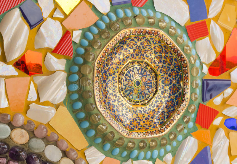 Ornement décoratif de mur de mosaïque de tuile cassée en céramique photos libres de droits