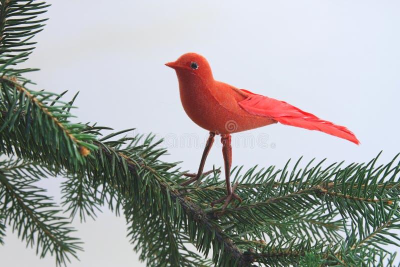 Ornement d'oiseau sur un arbre de Noël photographie stock