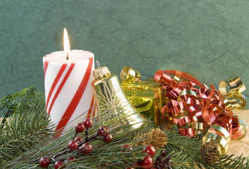 Ornement de cloche d'or de bougie de Noël photographie stock