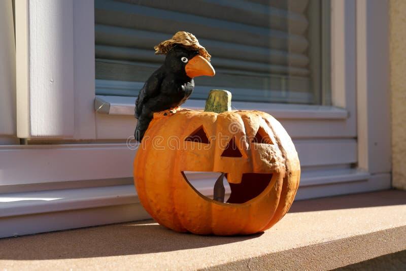 Ornement de Halloween par la fenêtre en Allemagne photographie stock