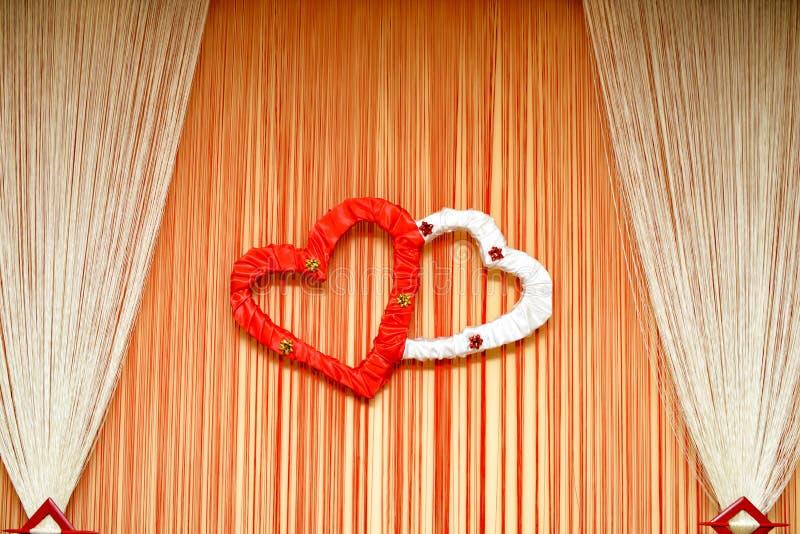Ornement de mariage avec les coeurs et le rideau details photo stock