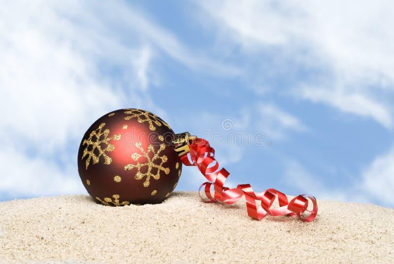 Ornement de Noël sur la plage images stock