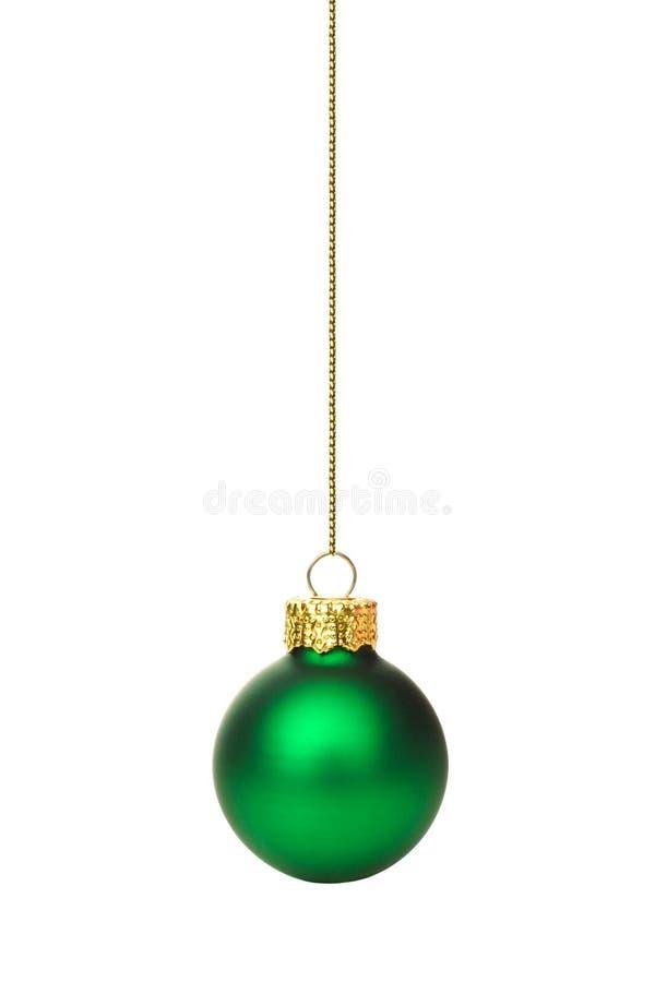 Ornement vert accrochant de Noël au-dessus de blanc photographie stock libre de droits
