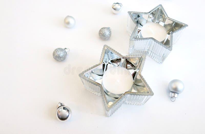 Ornements argentés d'image de Noël et décoration argentée de bougie d'étoile photo libre de droits