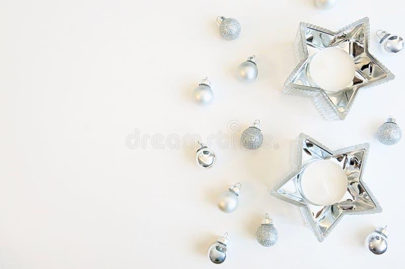 Ornements argentés d'image de Noël et décoration argentée de bougie d'étoile photographie stock