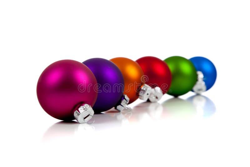 Ornements/babioles assortis de Noël sur le blanc images libres de droits