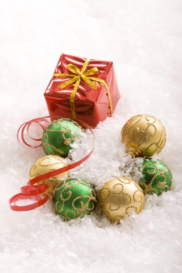 ornements de cadeaux de Noël photographie stock libre de droits