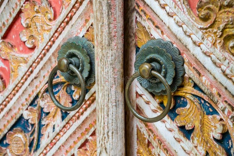 Ornements de découpage en bois de balinese local traditionnel photos libres de droits