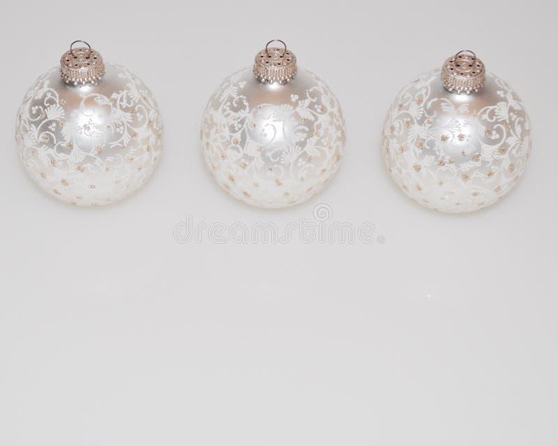 Ornements de Noël décorations de Noël blanches image libre de droits