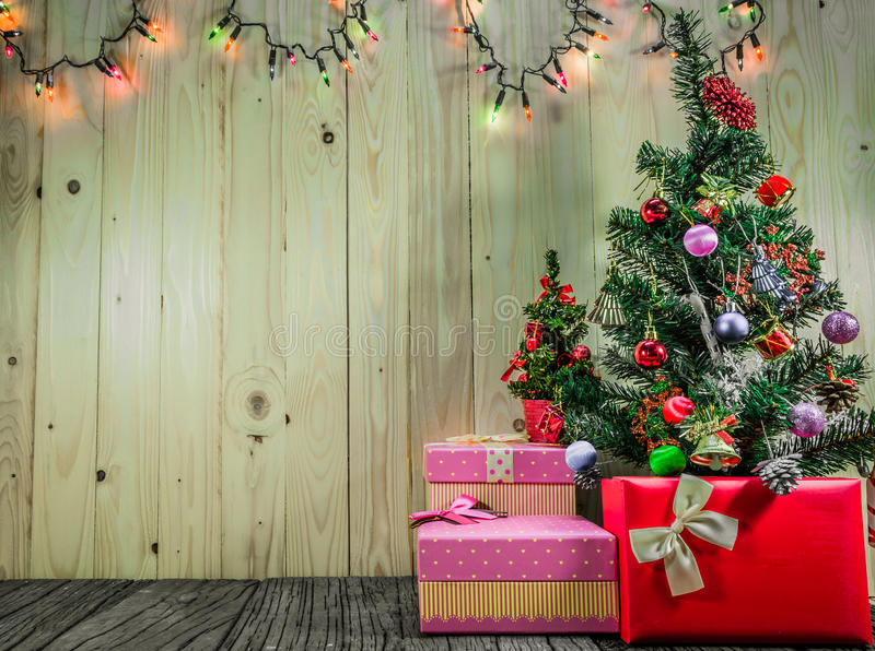 Download Ornements De Noël Sur Le Fond En Bois Photo stock - Image du capuchon, festive: 76086650