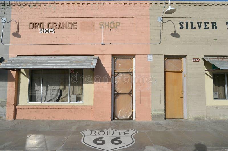 Oro большое, Калифорния, США, 17-ое апреля 2017: Взгляд зданий трассы 66 на античной станции, на дороге матери стоковая фотография