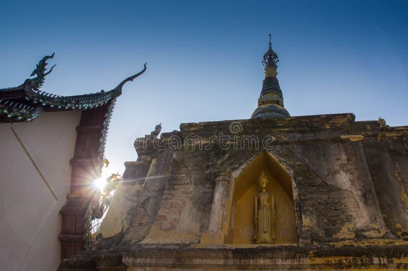 Download Oro Buda En Pagoda Con Luz Del Sol Imagen de archivo - Imagen de calma, ornamentos: 42430555