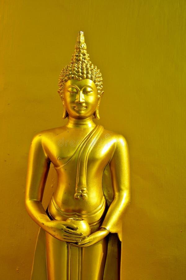 Oro de buddha de la estatua fotografía de archivo