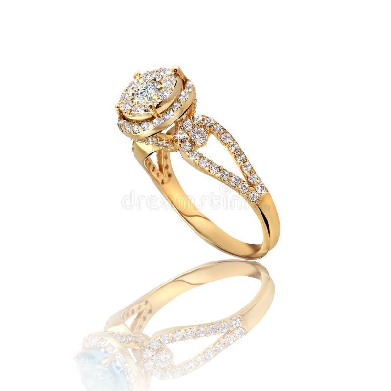Oro del compromiso con el anillo de piedra fotografía de archivo