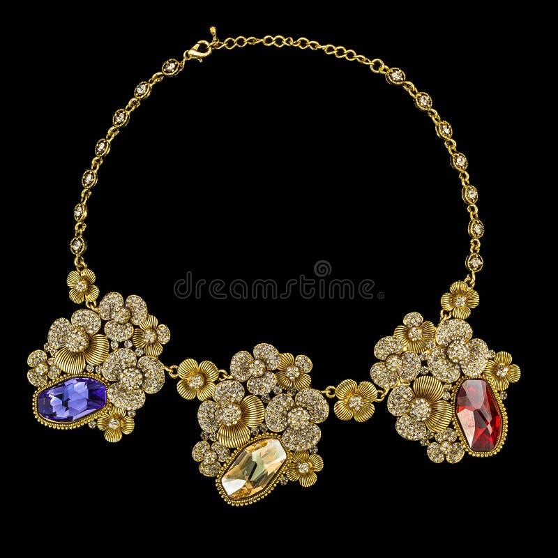Oro e collane di diamante isolate su fondo nero immagine stock