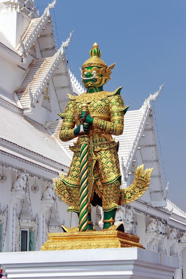 Oro modelado verde gigante del torso de la estatua fotos de archivo libres de regalías