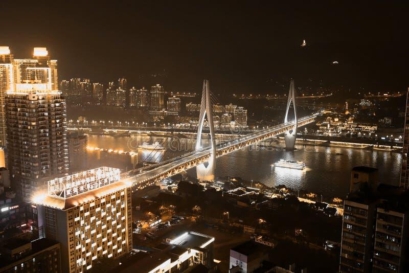 Oro nero Nightscape di Chongqing Yangtze River Bridge fotografie stock libere da diritti