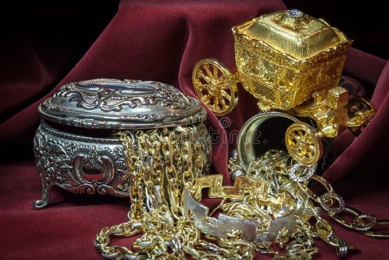 Oro, plata y joyería mezclados de los diamantes Tesoro fotografía de archivo