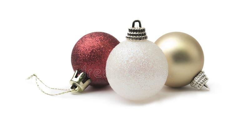 Oro rojo del brillo brillante y chuchería de la Navidad blanca aislada en a foto de archivo libre de regalías