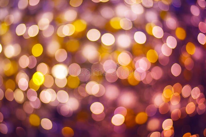 Oro y glitterin abstracto púrpura del bokeh o defocused del fondo imagen de archivo libre de regalías