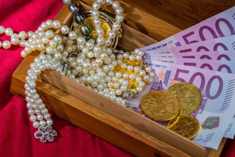 Oro y joyería imagen de archivo libre de regalías