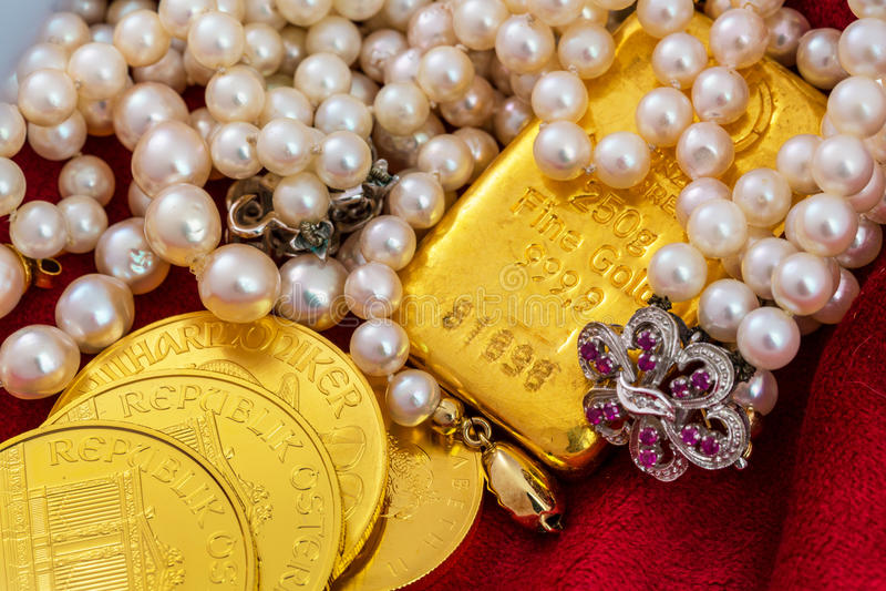Oro y joyería foto de archivo