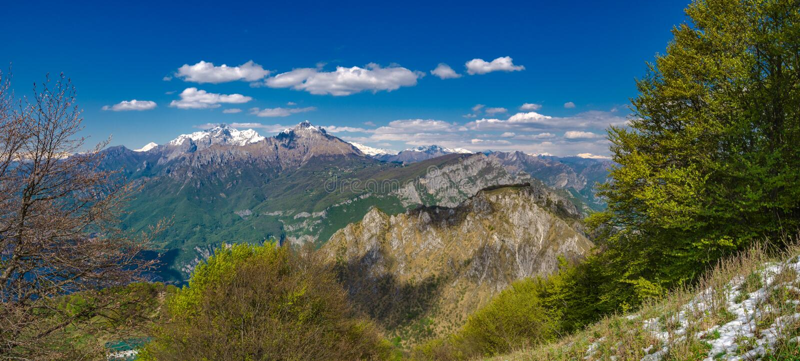 Orobie Альпы как увидено от следа hikitg к Corni di Canzo стоковые изображения rf