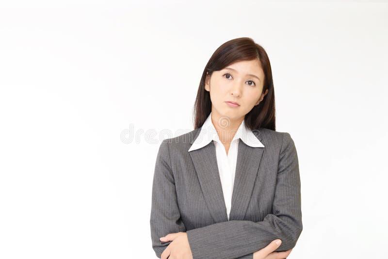 Orolig asiatisk affärskvinna royaltyfria foton