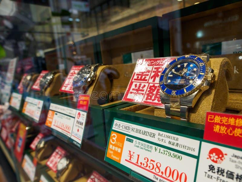 Orologi di lusso sulla vendita, Osaka, Giappone di Rolex della seconda mano fotografia stock libera da diritti