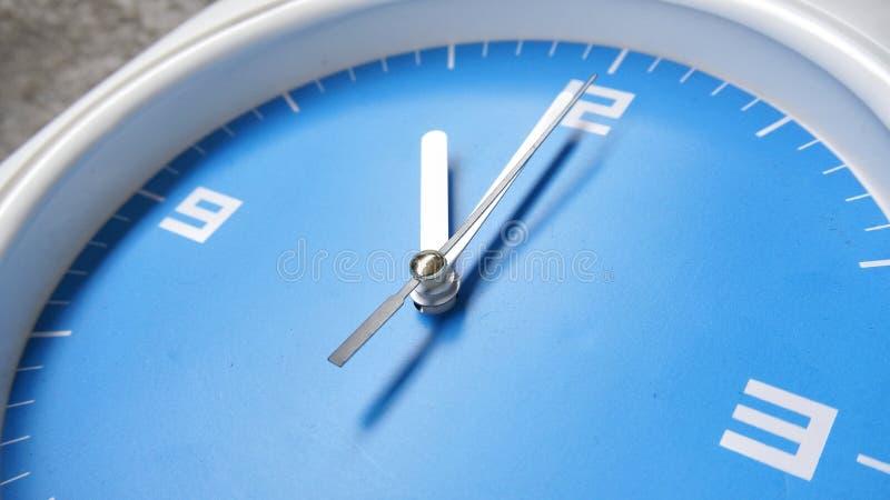 Orologio affrontato blu immagine stock