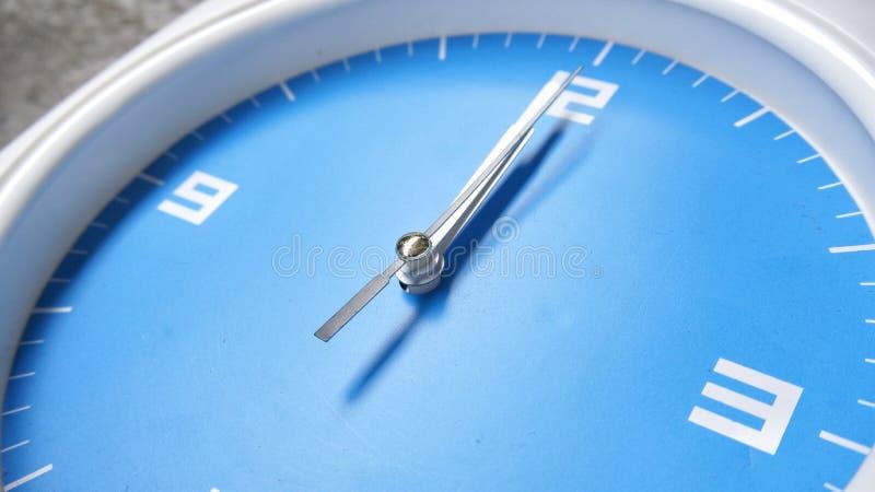 Orologio affrontato blu fotografia stock