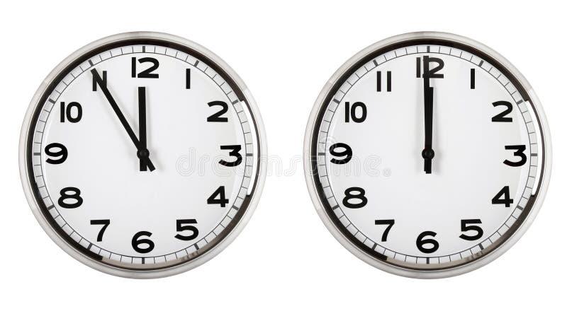 Orologio che mostra tempo circa dodici. nuovo anno. fotografie stock libere da diritti