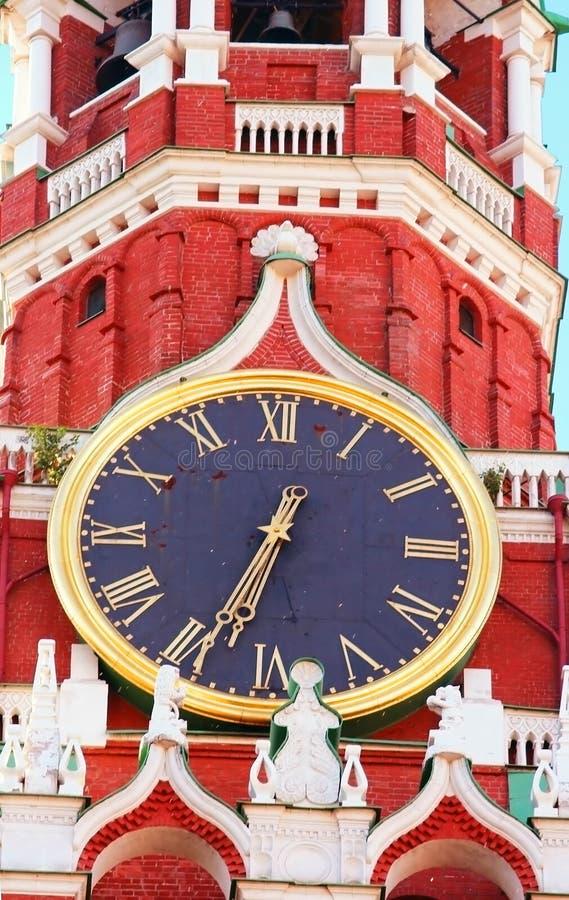 Orologio chiming di Cremlino della torre di Spasskaya fotografia stock