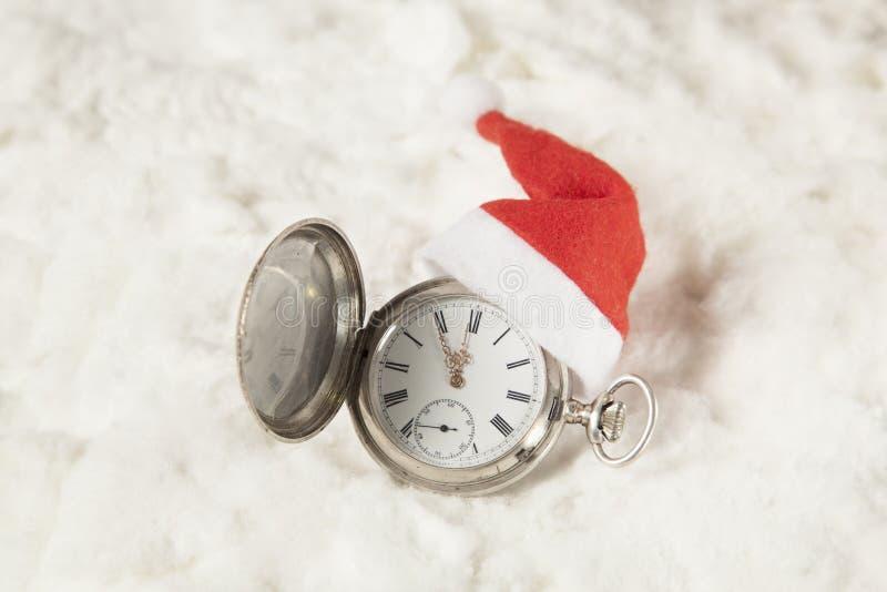 Orologio con il cappello di Santa immagini stock libere da diritti
