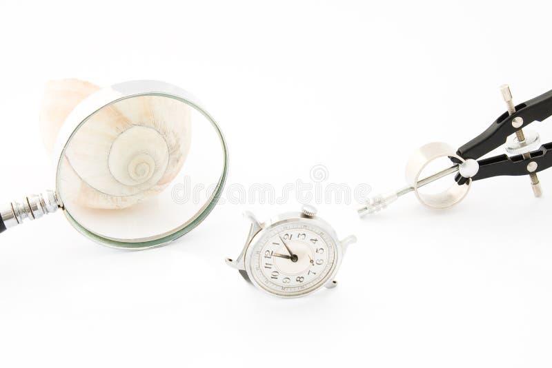 Orologio con il Magnifier e la bussola fotografie stock
