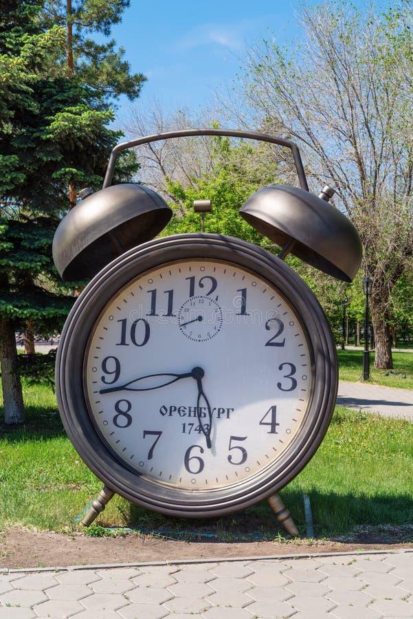 Orologio con la data del fondare della città fotografia stock