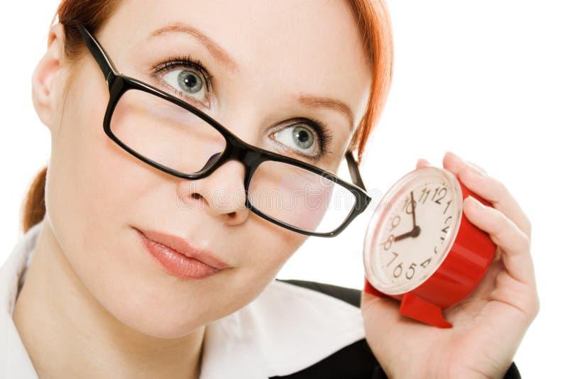 Orologio d'ascolto da portare di vetro della donna di affari. fotografia stock