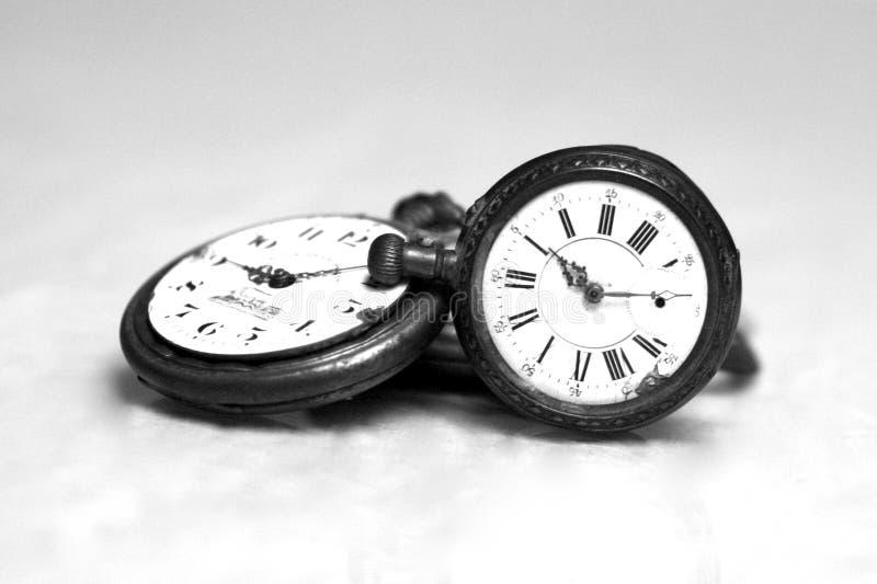 Orologio da tasca antico in bianco e nero fotografia stock libera da diritti