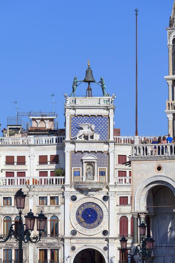 ` Orologio del dell di Torre della torre di orologio del ` s di St Mark sulla piazza San Marco, Venezia, Italia fotografia stock libera da diritti