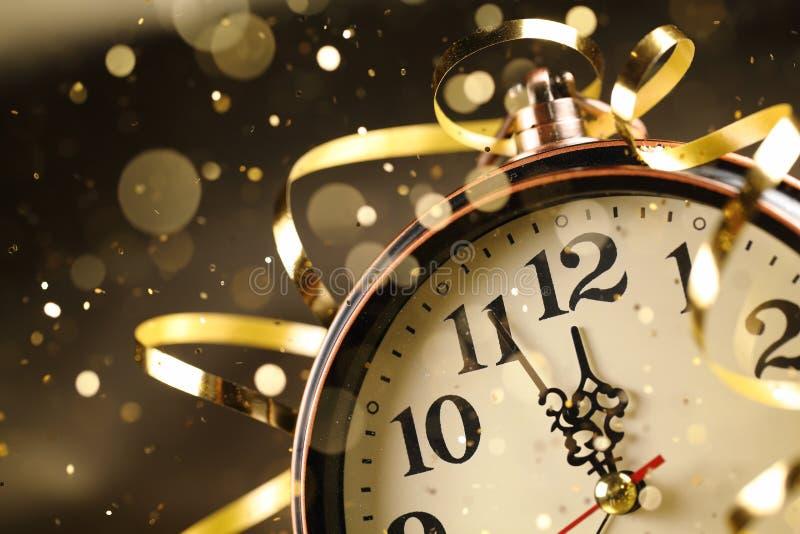 Orologio del nuovo anno prima della mezzanotte fotografia stock