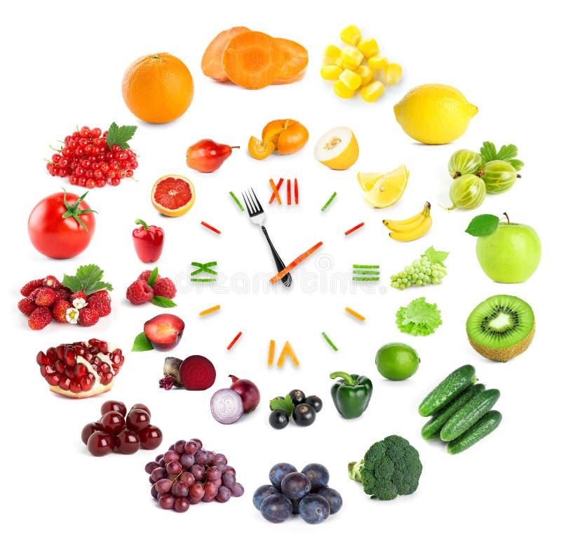 Orologio dell'alimento con la frutta e le verdure fotografia stock libera da diritti