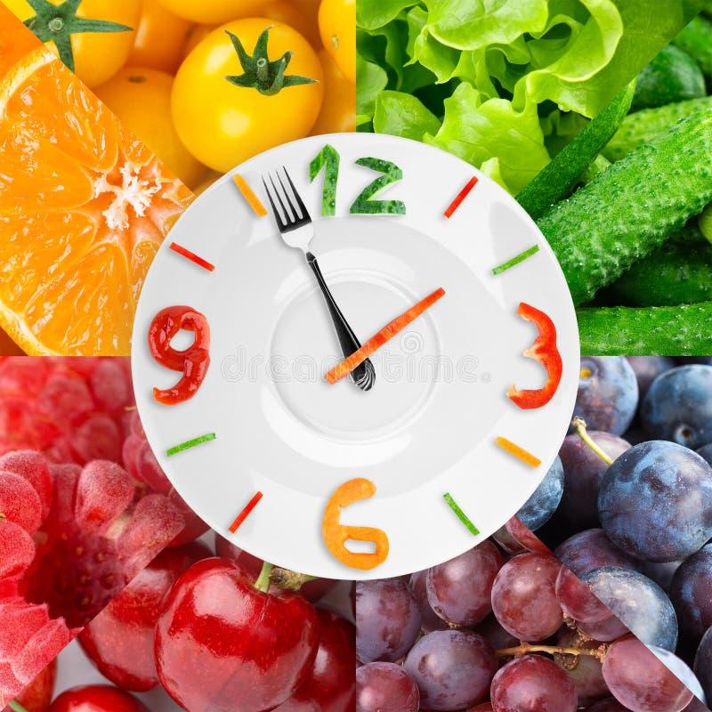 Orologio dell'alimento con la frutta e le verdure fresche immagine stock libera da diritti