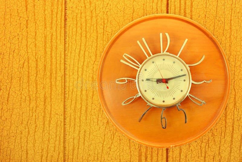 Orologio dell'annata su incorniciatura immagini stock