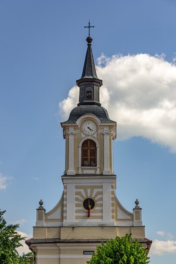 Orologio della chiesa e campanile nei mezzi, Romania fotografia stock libera da diritti