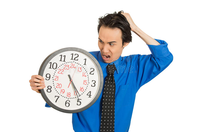 Orologio della tenuta dell'uomo di affari sollecitato, fatto pressione su da mancanza di tempo fotografie stock